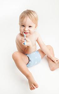 Hintergrundbilder Weißer hintergrund Baby Sitzen Blick Kinder