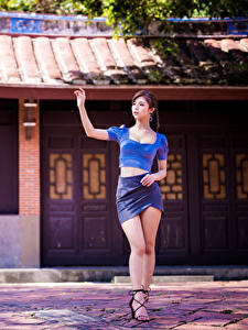 Fotos Asiatische Bein Rock Bluse junge frau