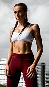 Desktop hintergrundbilder Fitness Pose Zopf Hand Bauch Blick junge frau
