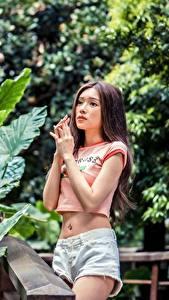 Fotos Asiatisches Bokeh Braune Haare Hand Shorts junge frau