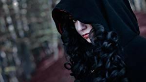 Bilder The Witcher 3: Wild Hunt Brünette Haar Kapuze Cosplay Yennefer
