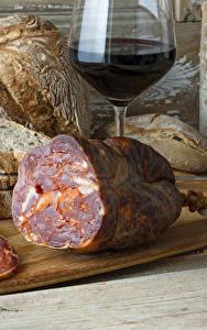 Bilder Wurst Brot Wein Schneidebrett Weinglas Lebensmittel