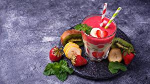 Fotos Joghurt Erdbeeren Bananen Chinesische Stachelbeere Trinkglas Lebensmittel