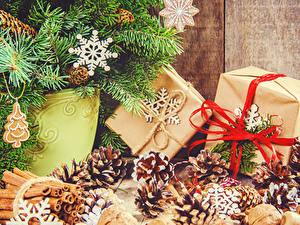 Fotos Neujahr Zimt Ast Zapfen Kugeln Geschenke