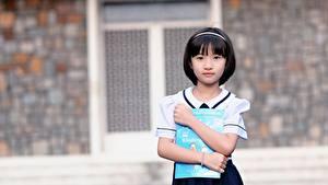 Bilder Asiaten Brünette Unscharfer Hintergrund Hand Blick Kleine Mädchen Schülerin Kinder