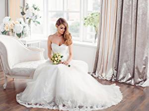 Hintergrundbilder Sträuße Braune Haare Braut Kleid Sitzt Mädchens