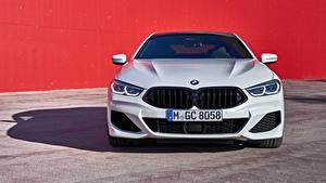 Bureaubladachtergronden BMW Witte Metallic Vooraanzicht Coupé G16 8-Series 2019 Gran Coupe Auto
