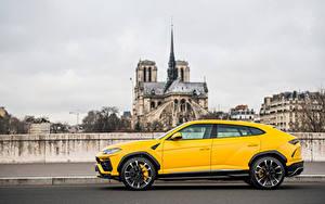 Bilder Lamborghini Softroader Metallisch Gelb Seitlich Urus SSUV auto