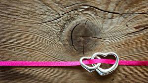 Papéis de parede Dia dos Namorados Tábuas de madeira Anel Dois Coração Fita
