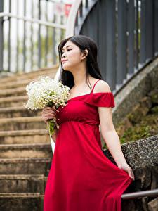 Hintergrundbilder Blumensträuße Asiaten Kleid Rot junge frau