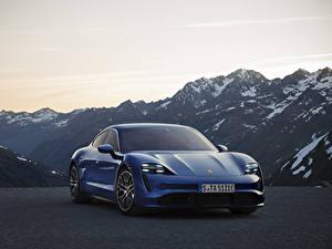 Fotos Berg Porsche Blau Vorne Taycan Autos
