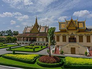 Hintergrundbilder Landschaftsbau Palast Rasen Strauch Royal Palace Complex in Phnom Penh Cambodia Städte