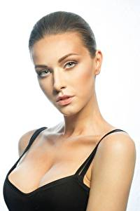 Desktop hintergrundbilder Model Schöner Schminke Blick Dekolleté junge Frauen
