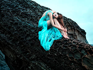 Photo Brown haired Frock Sitting Cliff