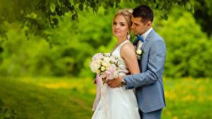 Hintergrundbilder Mann Blumensträuße Bräute Blond Mädchen 2 Bräutigam Mädchens