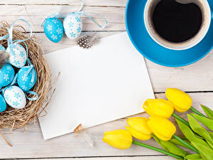 Hintergrundbilder Feiertage Ostern Tulpen Kaffee Bretter Ei Vorlage Grußkarte Tasse Nest Blumen