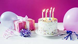 Hintergrundbilder Feiertage Kerzen Torte Geburtstag Geschenke Lebensmittel