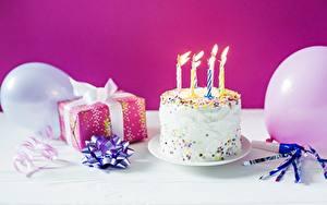 Hintergrundbilder Feiertage Kerzen Torte Geburtstag Geschenke