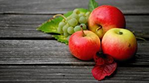 Fotos Weintraube Äpfel Blattwerk Bretter