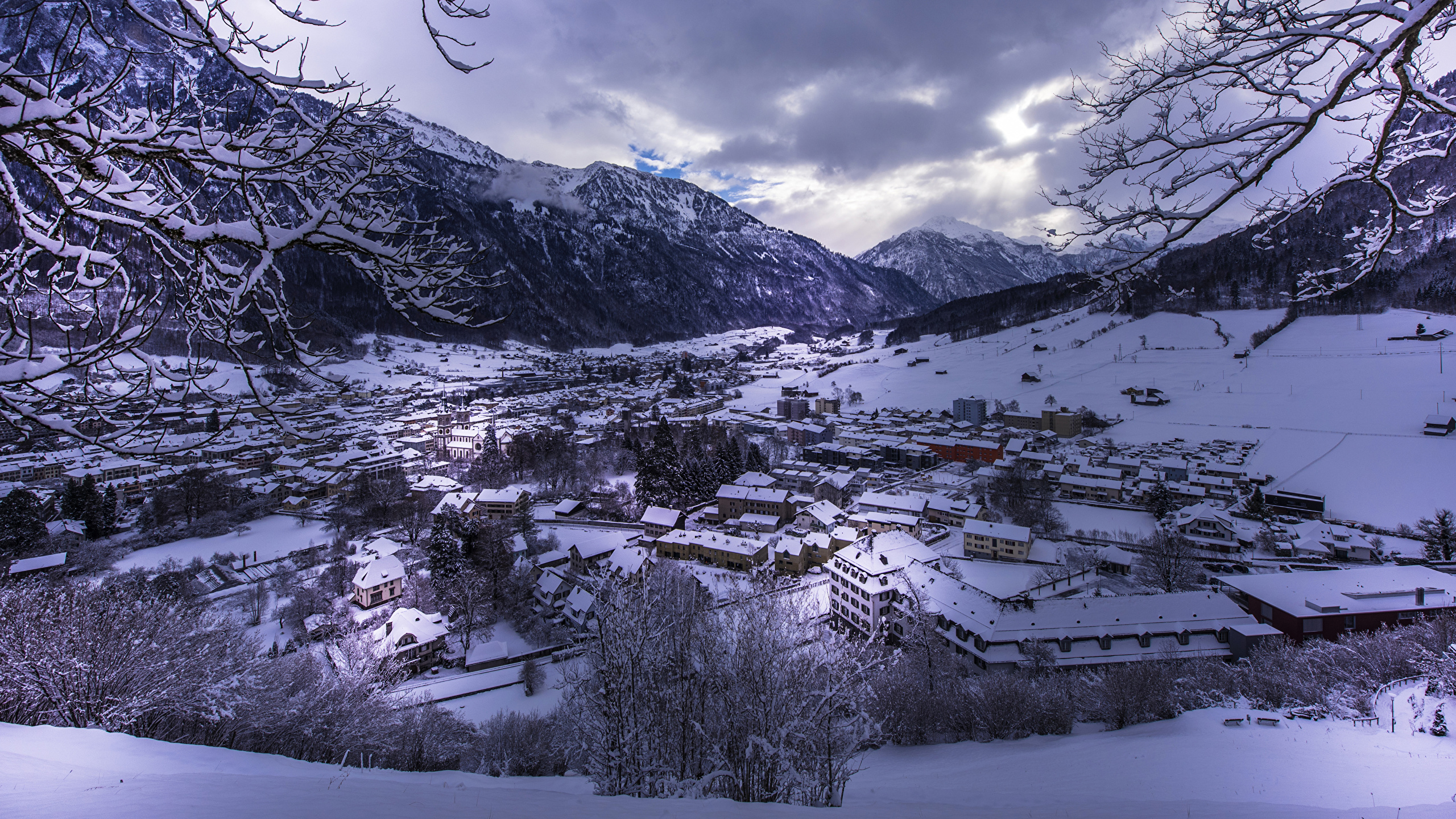 Sfondi Svizzera Glarus Inverno Montagna Neve Citta La Casa 2560x1440
