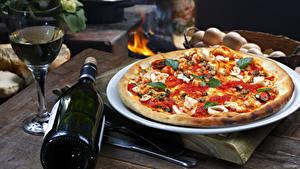 Fotos Fast food Pizza Wein Flasche Weinglas Lebensmittel