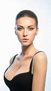 Desktop hintergrundbilder Model Schöne Schminke Starren Dekolletee junge frau