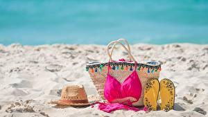 Hintergrundbilder Handtasche Flipflop Sand Strand Büstenhalter Badebekleidung