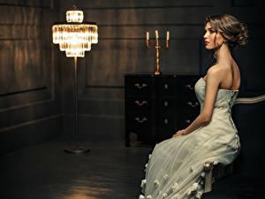 Fonds d'écran Aux cheveux bruns Les robes Lampe S'asseyant