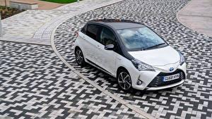Fotos Toyota Hybrid Autos Weiß Metallisch 2019 Yaris Hybrid  Y20