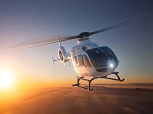 Fotos Hubschrauber Flug Eurocopter EC 135