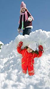 Hintergrundbilder Winter Schnee Kleine Mädchen Zwei Lächeln Mütze Handschuh