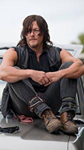 Fotos The Walking Dead Mann Norman Reedus Sitzend Film Prominente