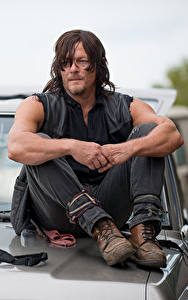 Fotos The Walking Dead Mann Norman Reedus Sitzend Film Prominente