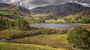 Hintergrundbilder England Landschaftsfotografie Gebirge See Herbst Little Langdale Tarn