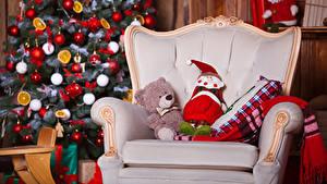 Hintergrundbilder Neujahr Teddybär Spielzeuge Weihnachtsbaum Sessel Weihnachtsmann