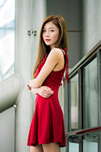 Fotos Asiatische Kleid Hand Starren junge Frauen