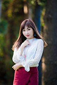 Bilder Asiatisches Bokeh Braune Haare Blick Hand junge frau