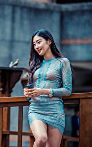 Bilder Asiatisches Posiert Kleid Lächeln