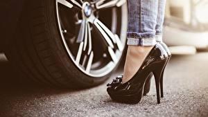 Bilder Hautnah High Heels Schwarz Räder