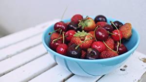 Bilder Kirsche Erdbeeren Schüssel