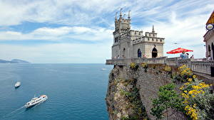 Fotos Krim Russland Burg Schiffe Meer Denkmal Felsen Swallow's nest, Aurora rock, Black Sea Natur