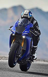 Bilder Yamaha Motorradfahrer Helm Bewegung 2018 YZF-R1 Motorrad