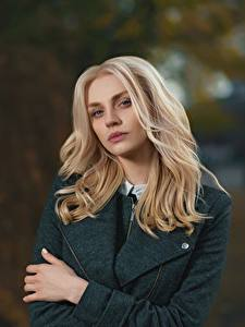 Hintergrundbilder Unscharfer Hintergrund Blondine Starren Haar junge frau