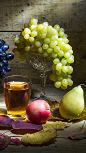 Fotos Weintraube Stillleben Birnen Äpfel Fruchtsaft Trinkglas Blatt