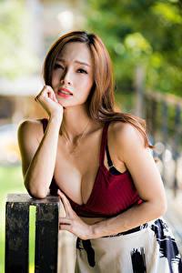 Fotos Asiaten Braunhaarige Unterhemd Dekolletee Blick Bokeh Mädchens