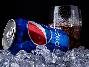 Fotos Markenartikel Getränke Großansicht Eis pepsi Lebensmittel