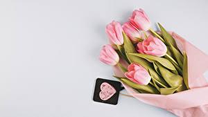 Fotos Sträuße Tulpen Grauer Hintergrund Rosa Farbe Herz