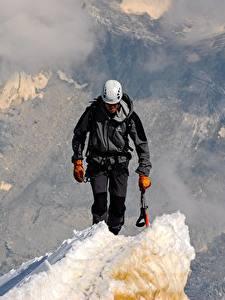 Hintergrundbilder Mann Bergsteigen Helm Bergsteiger