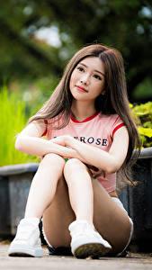 Hintergrundbilder Asiaten Unscharfer Hintergrund Sitzt Braune Haare Niedlich Bein junge frau