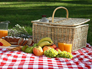 Pictures Juice Grapes Apples Cheese Bread Bananas Pears Picnic Wicker basket Highball glass Pitcher
